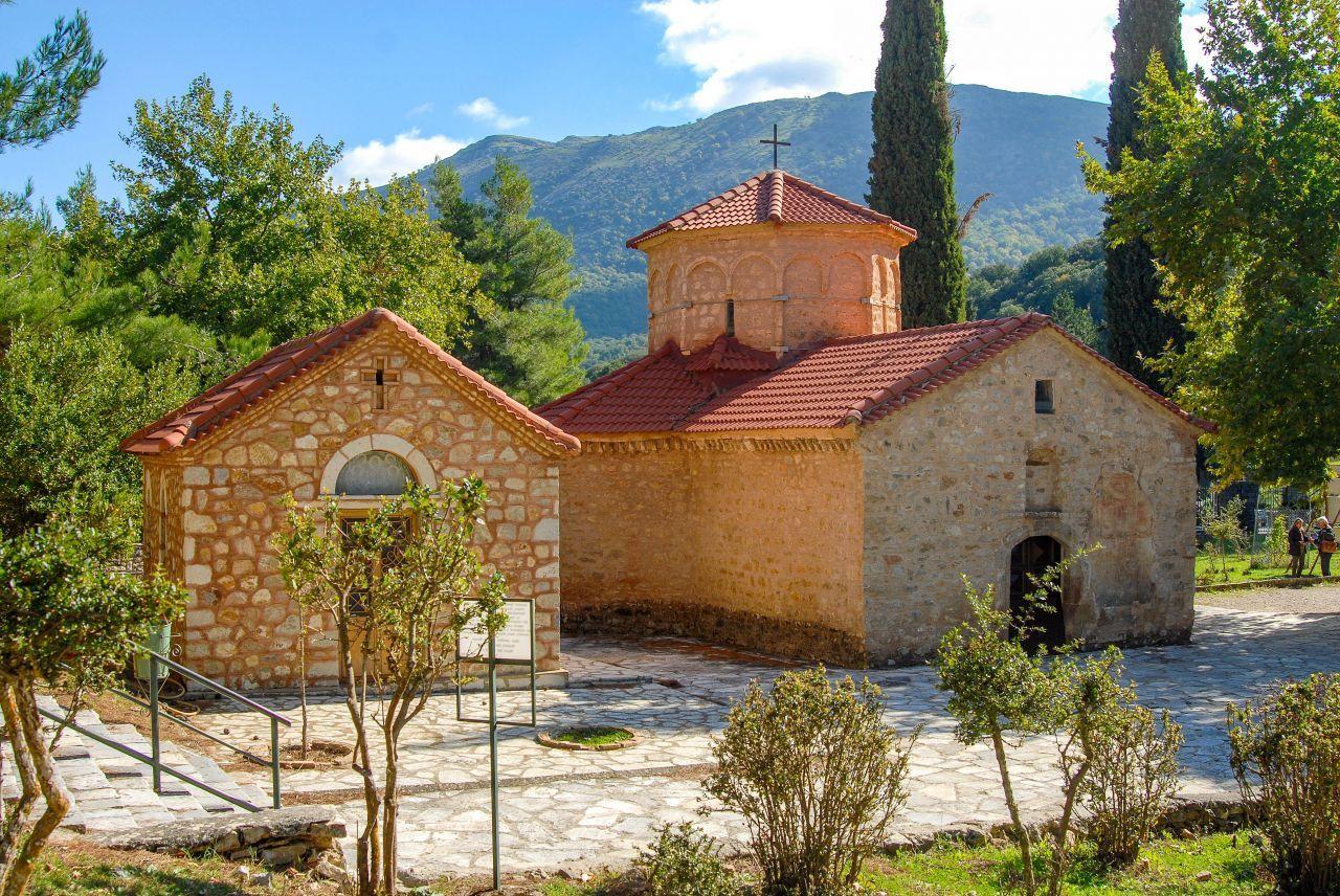 kalavryta-monastery-of-agia-lavra