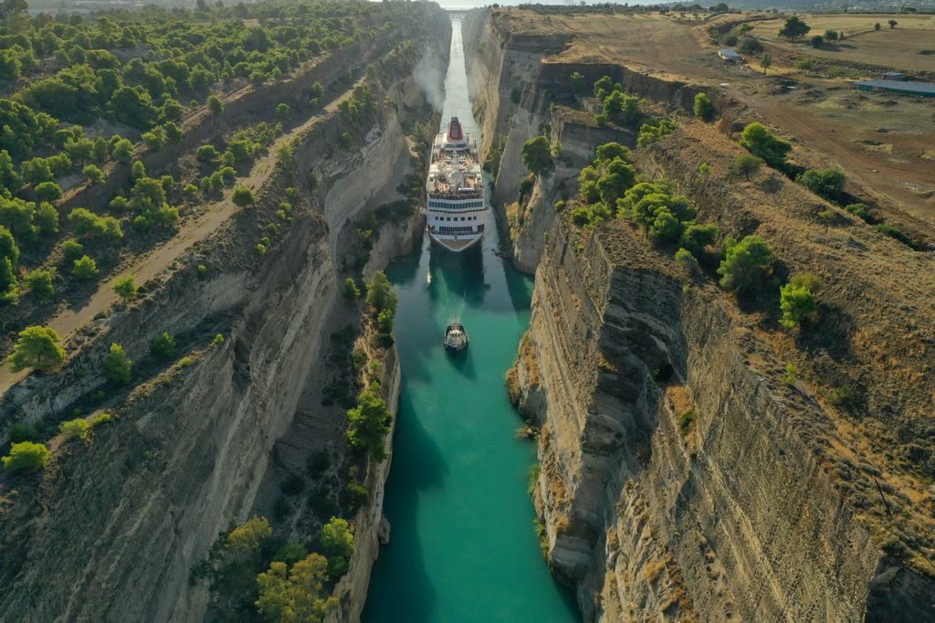 Corinth-Canal-Private-Greek-tour