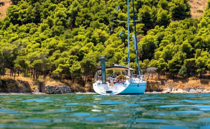 Tolo sailing